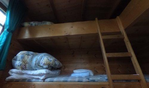ログキャビンのベッド